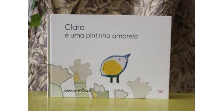 A Clara é uma Pintinha Amarela