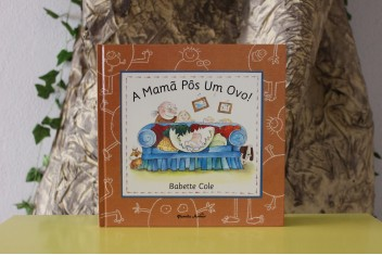 A Mamã Pôs Um Ovo